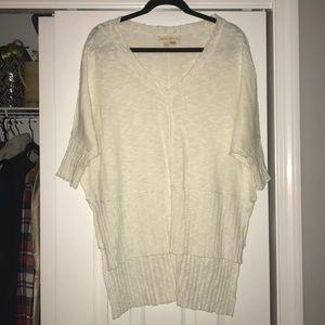 White long sweater, quarter sleeve